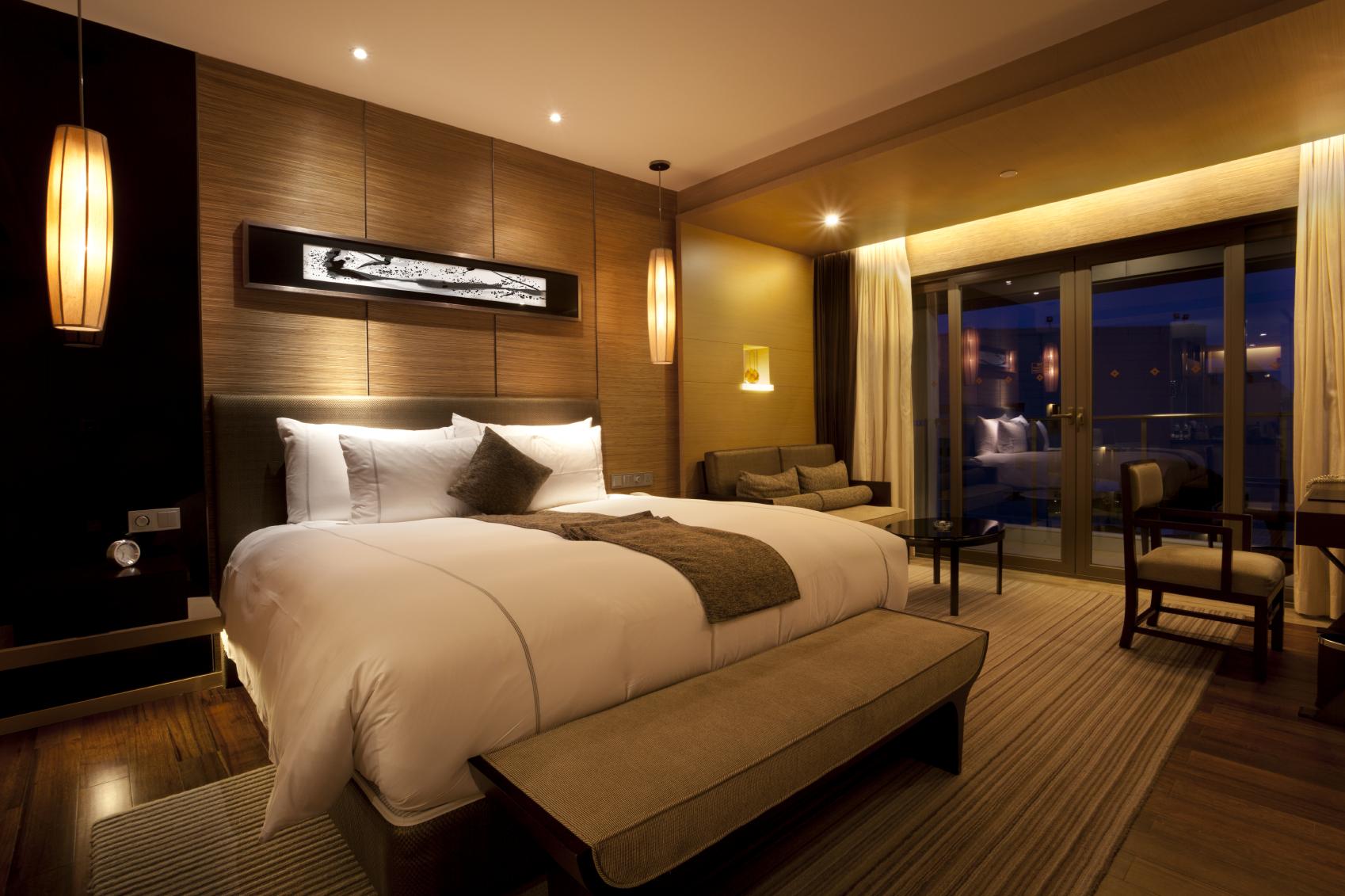 HOTEL/HOSPITALITY